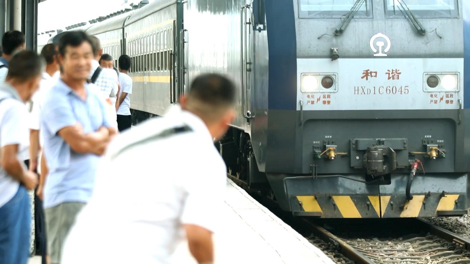 视频丨湖南最后的慢火车,慢得让我们心都化了
