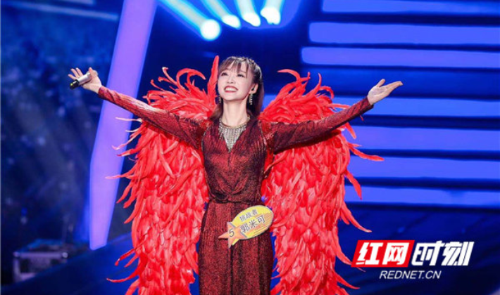 湖南女孩郭米可荣获《星光大道》月冠军
