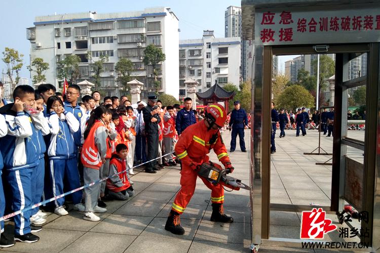 """""""119""""消防安全宣传月活动启动:防范火灾风险 建设美好家园"""