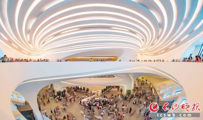梅溪湖国际新城片区的国际文化艺术中心,是湖南省规模最大、功能最全的文化艺术中心。本版摄影 王志伟 邹麟 余劭劼