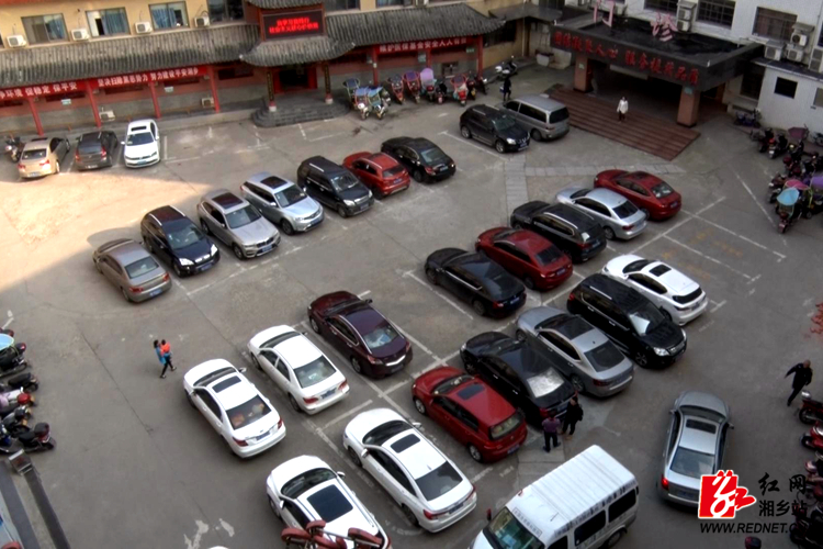 【不忘初心 牢记使命】市二医院:腾出职工车位 缓解看病群众停车难题