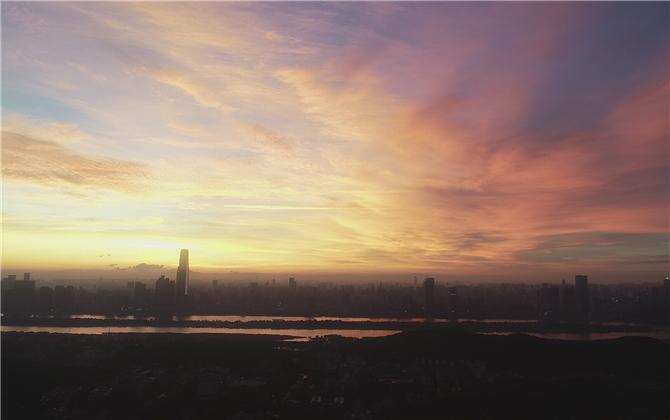 """长沙、拉萨、梅里雪山 同一天升起落下""""不同""""的太阳"""