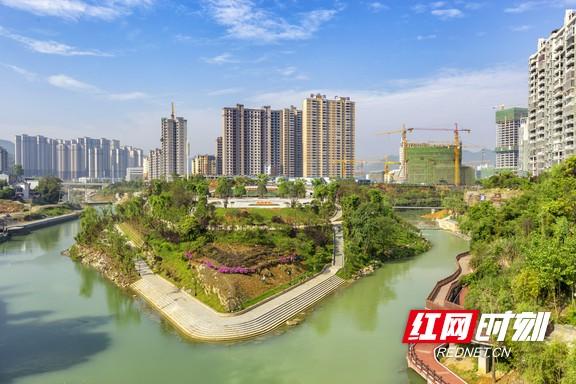 2017年4月29日拍摄的湖南湘西经开区沿河风光带景色.marked.jpg
