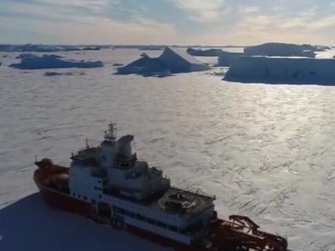 """第36次南极科考 """"双龙""""白夜行 创造破冰历史性一刻"""