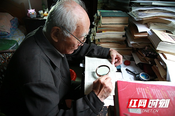 沧南现在每天都坚持看书写作。.jpg