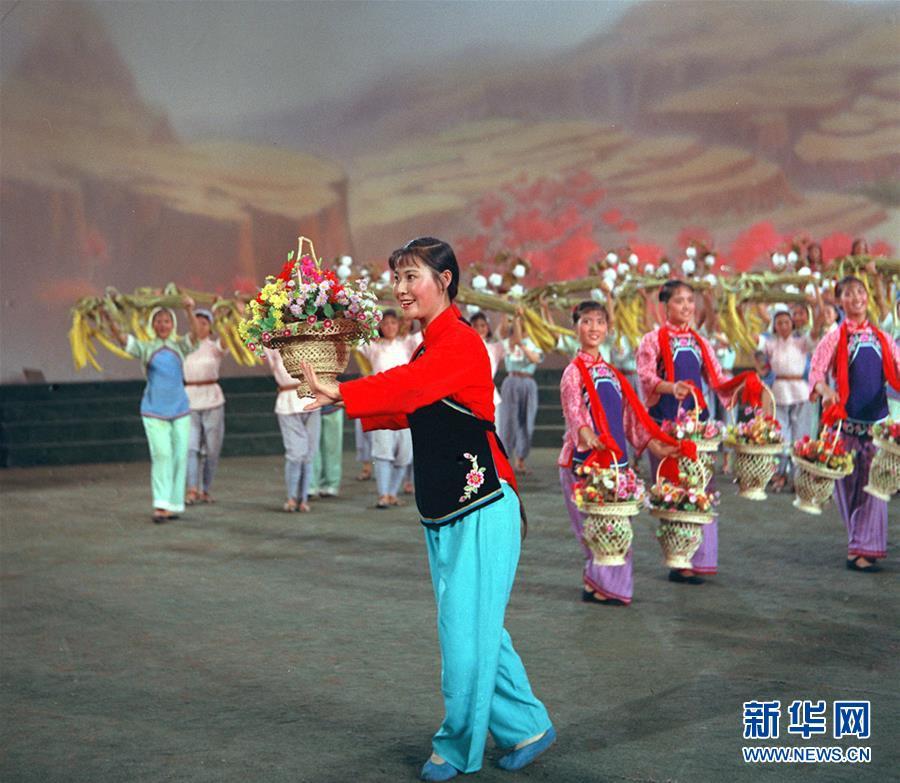 (壮丽70年·奋斗新时代——共和国荣光·图文互动)(2)郭兰英:永远为人民歌唱