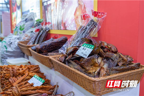 腊肉、腊鱼在展会现场看上去非常诱人。