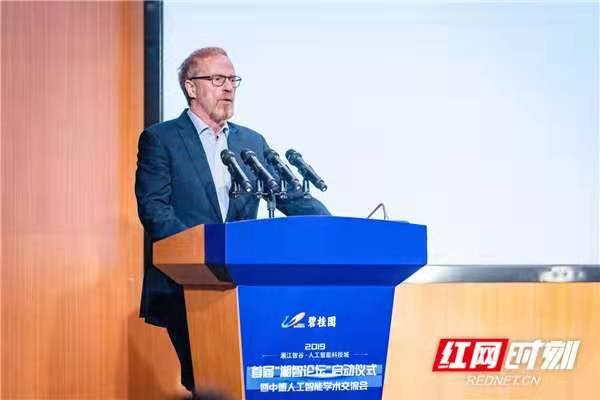 欧洲科学院院士汉斯·乌斯科尔特发表主题演讲.jpg