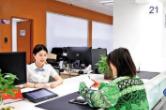 """浏阳市行政审批服务局办事人员开展""""微笑+高效""""服务"""