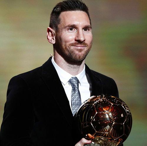 梅西生涯第六次捧起金球奖 超C罗独占历史第一