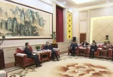 杜家毫与中国驻多米尼加大使张润、驻巴巴多斯大使延秀生座谈