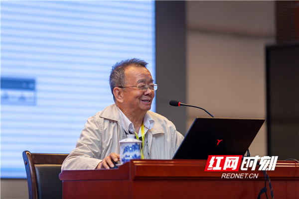 中国科学院张景中院士主要阐述了湘教版高中数学教材的主要特色。