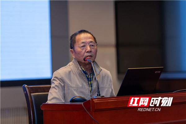 """北京师范大学罗运纶教授讲述""""新高考与新教材—以几何为例""""。"""
