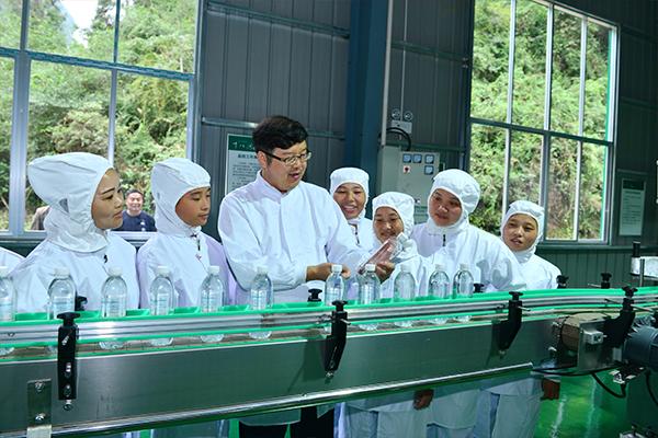 十八洞村山泉水厂建成投产