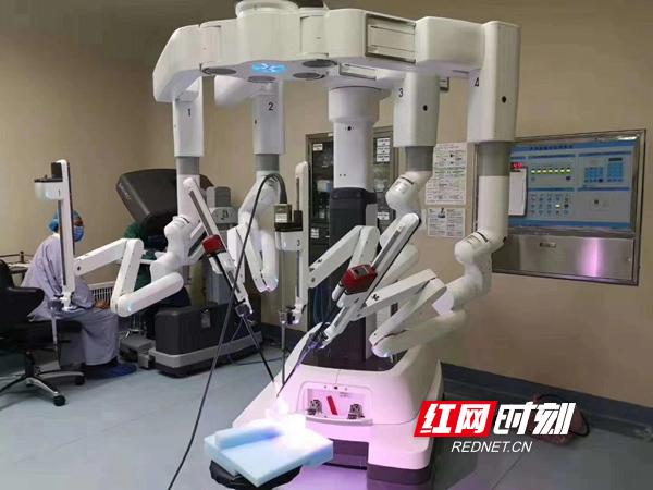 """手術機器人在南華附一醫院""""上崗""""操刀"""