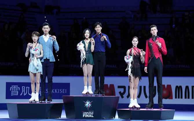花样滑冰——大奖赛总决赛:中国选手包揽双人滑金银牌