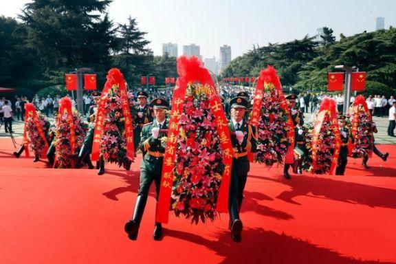 9月30日上午,湖南省会各界向烈士敬献花篮仪式在湖南烈士公园举行。
