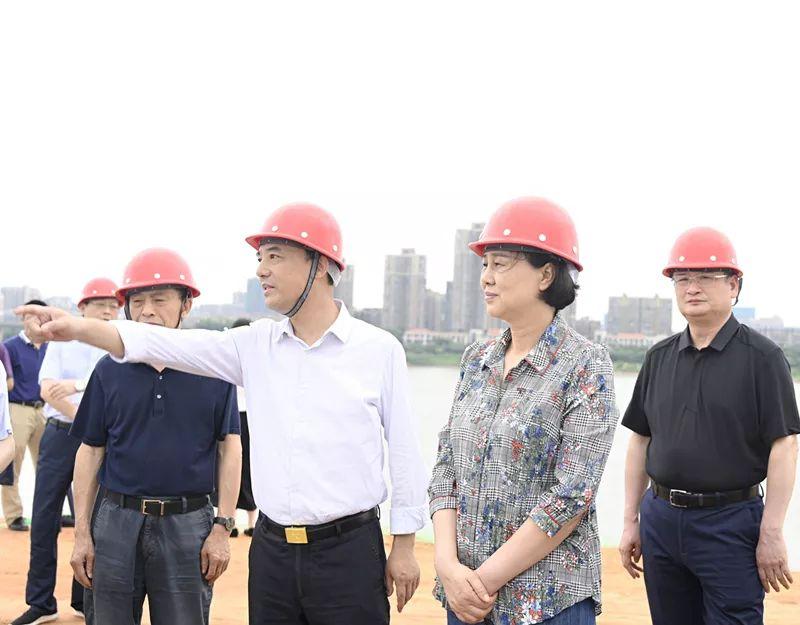 6月2日—5日,省委常委、省委统战部部长黄兰香一行赴湘潭督导防汛工作。