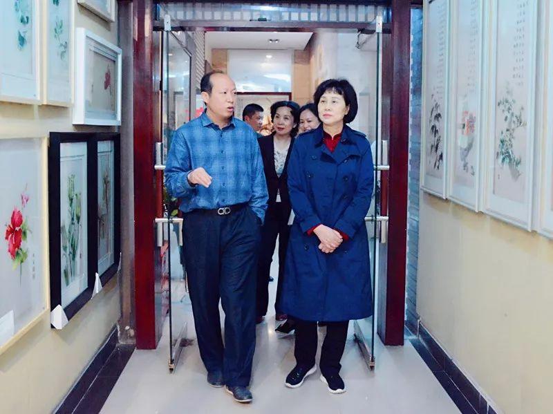 黄兰香走访慰问党外代表人士
