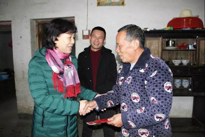 春节后上班的第一天,黄兰香在新化开展脱贫攻坚专题调研