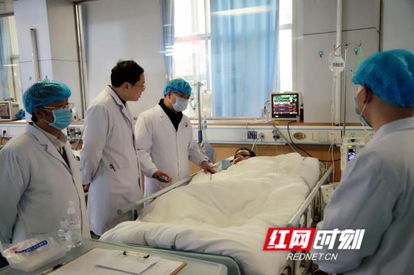 永州职院附属医院成功救治一名突发心脏骤停的大学生