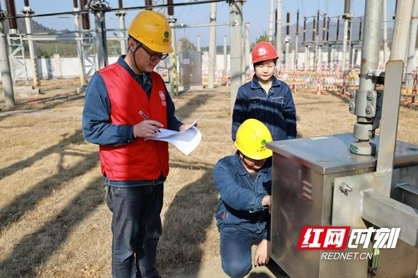 邵阳电力防冻融冰应急演练 保安全可靠供电
