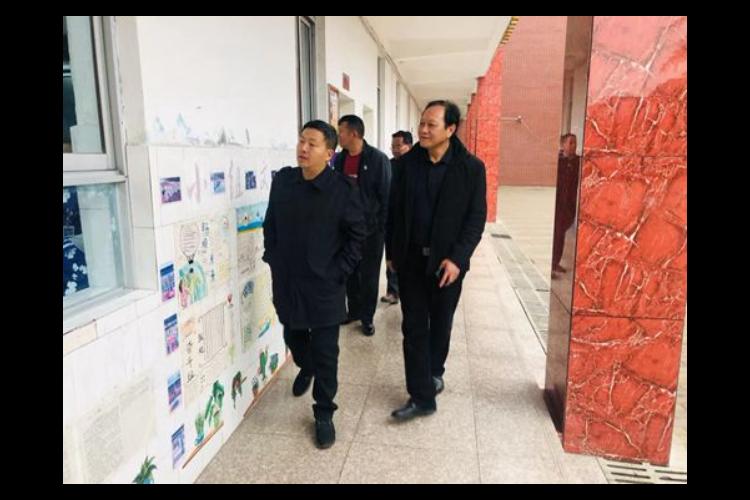 李文亮调研教育卫生工作