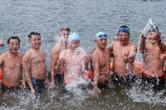 冬至宜冬泳 衡阳三地冬泳爱好者畅游洣河
