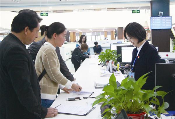 市行政审批服务局整治群众办事排队时间长等问题 政务大厅实现排队不超过1小时