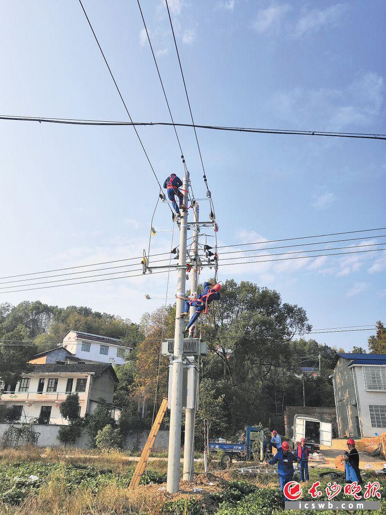 经过几个月施工,宁乡完成农村电网升级改造。长沙晚报通讯员 马业广 摄