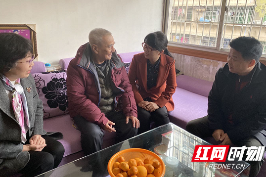 Huang Fang visits overseas Chinese families in Chenzhou, Hunan