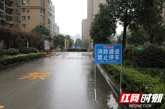 张家界消防走进小区开展消防通道检查 (2).jpg