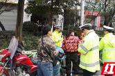 花垣县交警开展摩托车顽瘴痼疾专项整治