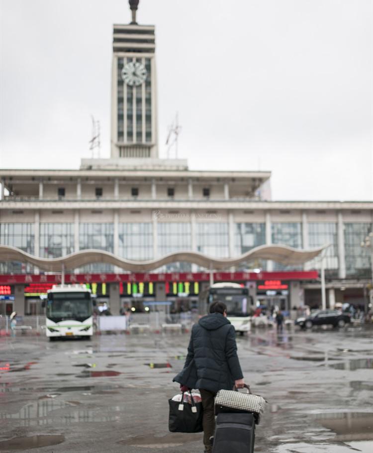春运扫描丨长沙火车站,大包小包装满回家的念想