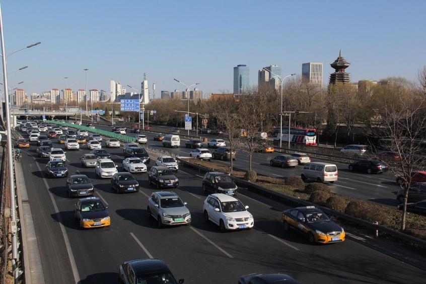 鼓励地方优化机动车限购政策