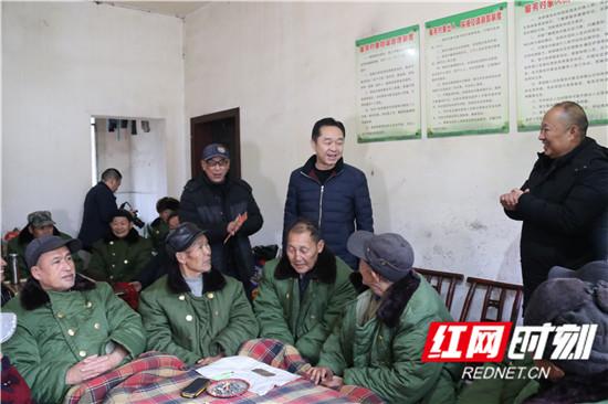春节临近 刘卫兵走访慰问复原军人、贫困党员、劳动模范