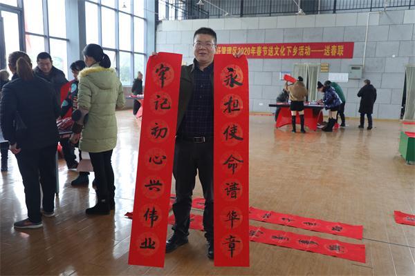 回龙圩:开展迎新春送春联活动