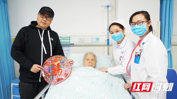 永州市中心医院:病房过年也温馨(图)
