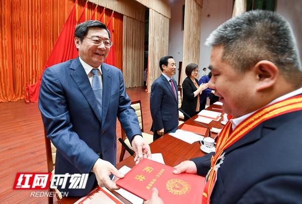 """湖南省庆祝""""五一""""国际劳动节大会在长举行"""