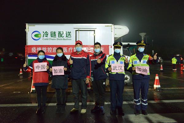 驰援武汉医疗设备运输车,郴州高速温暖护航