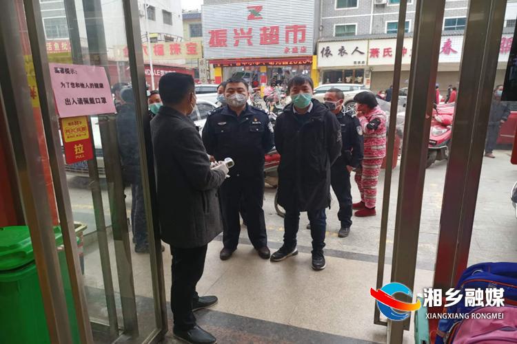 """【防控疫情 我们在一起】警察医生夫妻并肩抗""""疫"""""""