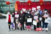 湘雅二医院驰援武汉同济中法新城院区首批11位重症新冠肺炎病人出院