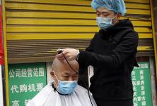 """专访丨""""龙抬头""""去理发,疾控专家说这样的店铺可以去"""