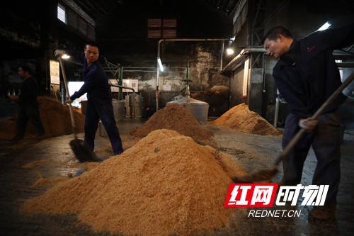 湖南雁峰酒业有限公司210名员工已全部到岗,100%恢复产能。副本.jpg