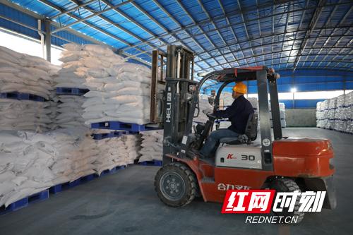 湖南创大玉兔化工有限公司钛白粉产品辐射全国,远销泰国、菲律宾等国家和地区。副本.jpg