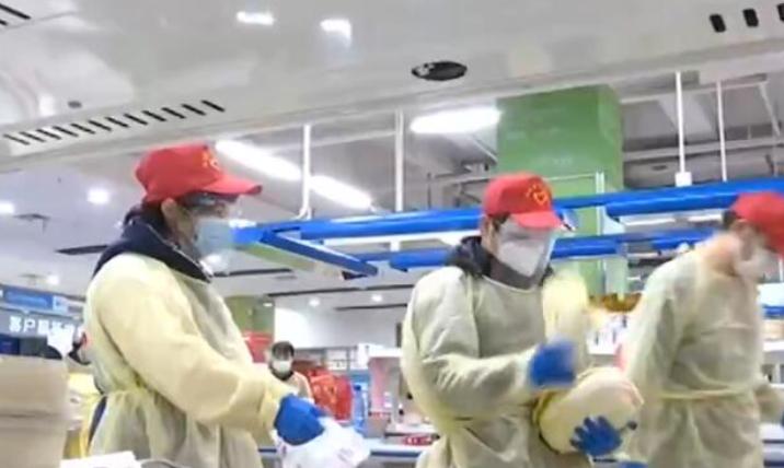 湖北武汉 战疫情·新闻特写 志愿者:哪里有需要 我们在哪里