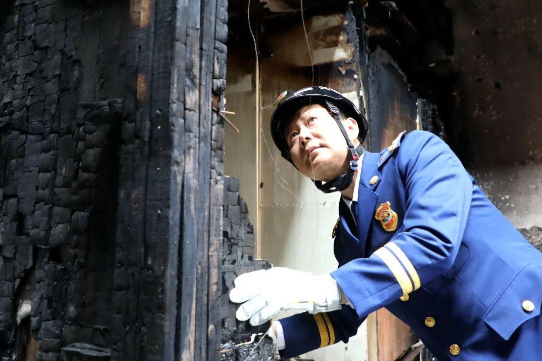 """28年 他成为铆在消防的一颗""""螺丝钉"""""""
