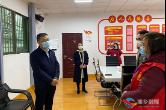 周俊文看望慰问坚守社区疫情防控一线妇女代表