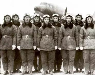 """68年前的今天,新中国的蓝天上有了""""花木兰"""""""