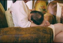 专家:已经确诊新冠肺炎的产妇不建议母乳喂养